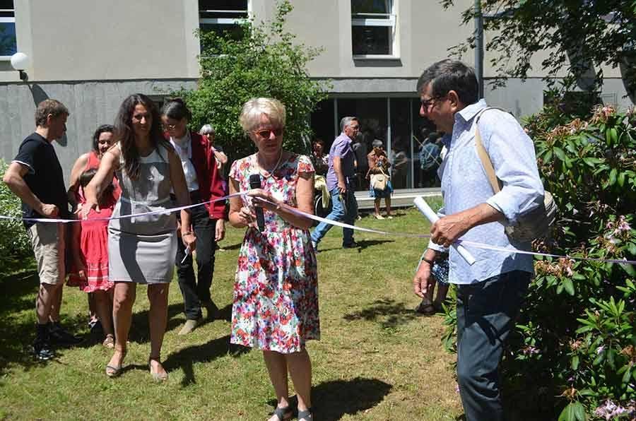 Joëlle Guilhot, la présidente du conseil d'administration a coupé le ruban, entourée de la directrice Laurence Chardon et de Daniel Agin, cheville ouvrière du projet.