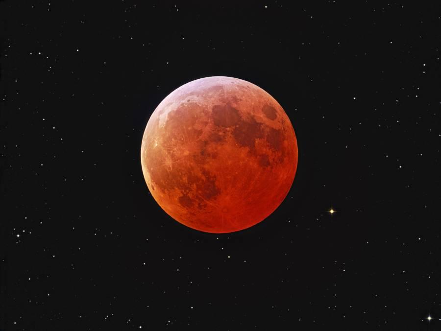 Alpes du Sud : L'éclipse lunaire la plus longue du siècle ce vendredi