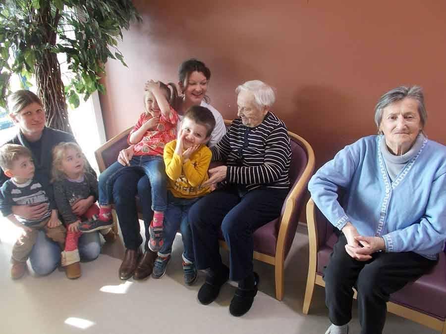 Le Monastier-sur-Gazeille : les enfants de la crèche visitent les aînés