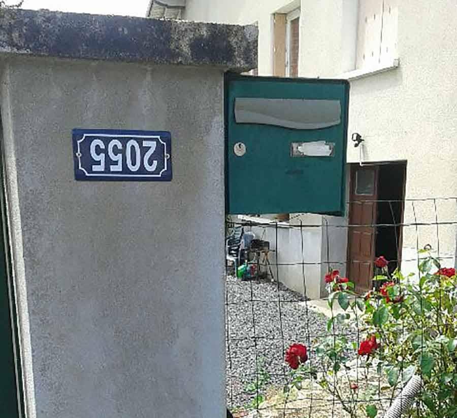 Yssingeaux : il accroche volontairement son numéro de maison à l'envers