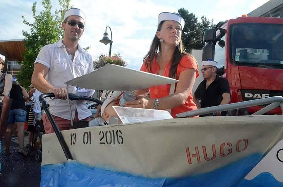 Sainte-Sigolène : le défilé des classes en 6 porté par la foule (vidéo)