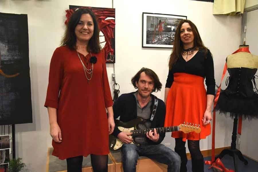 Médiathèque de Monistrol : les Sandrine hissent la couleur... rouge