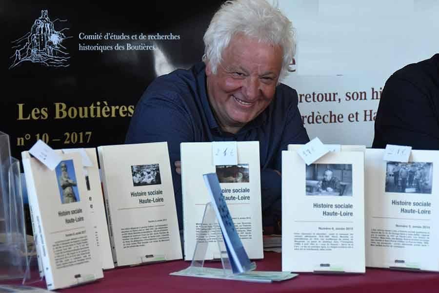 Raymoond Vacheron a publié plusieurs ouvrages sur l'histoire sociale de Haute-Loire aux éditions du Roure.
