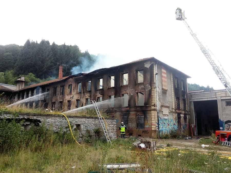 Saint-Didier-en-Velay : un nouveau feu dans l'ancienne papeterie du Crouzet (vidéo)