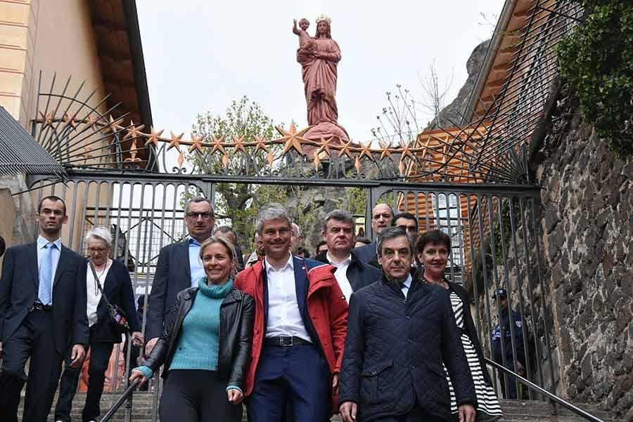 Des symboles et des casseroles pour François Fillon au Puy-en-Velay