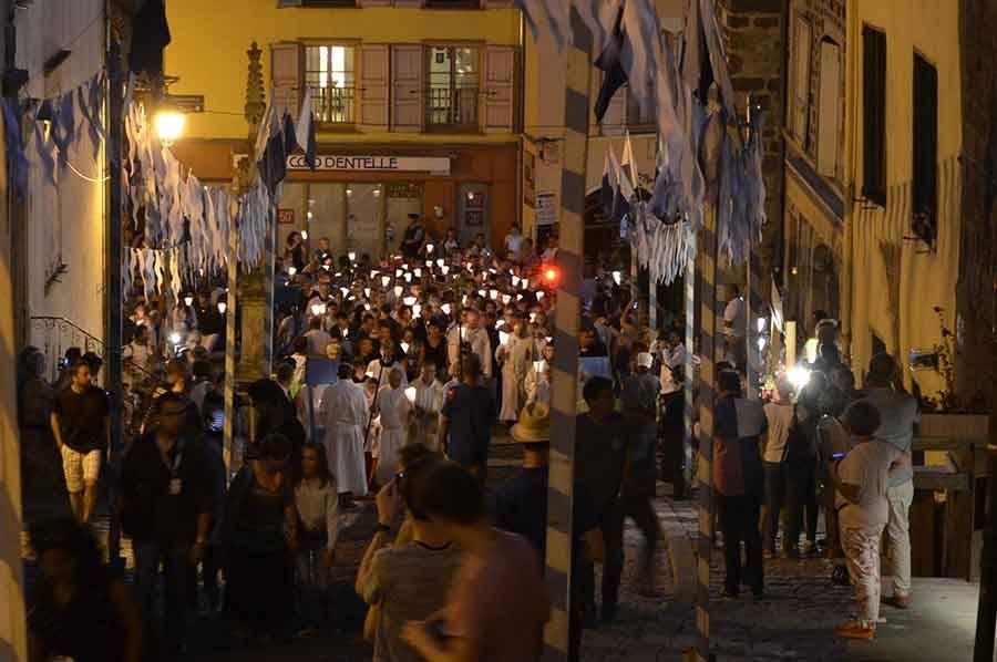 Procession aux flambeaux pour les fêtes de l'Assomption au Puy