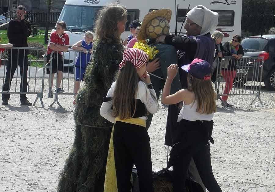 Tence : un carnaval des écoliers dans les rues avant les vacances