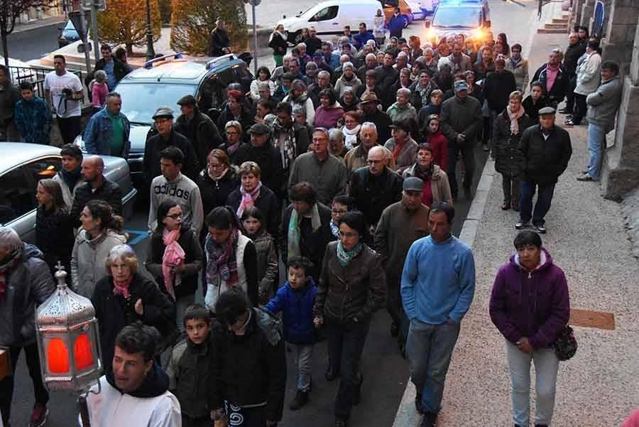 Sainte-Sigolène : la procession des pénitents blancs en images