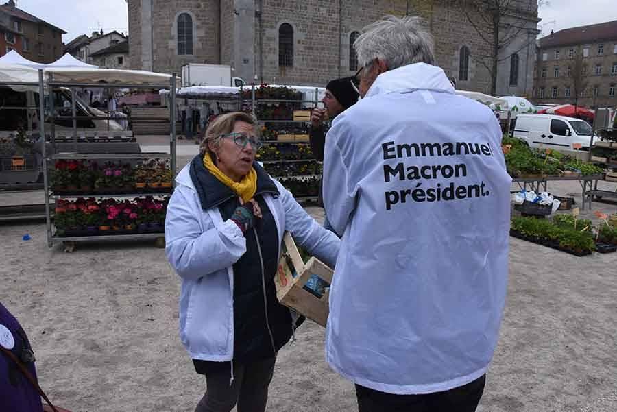 Pas si facile de tracter pour les militants d'Emmanuel Macron