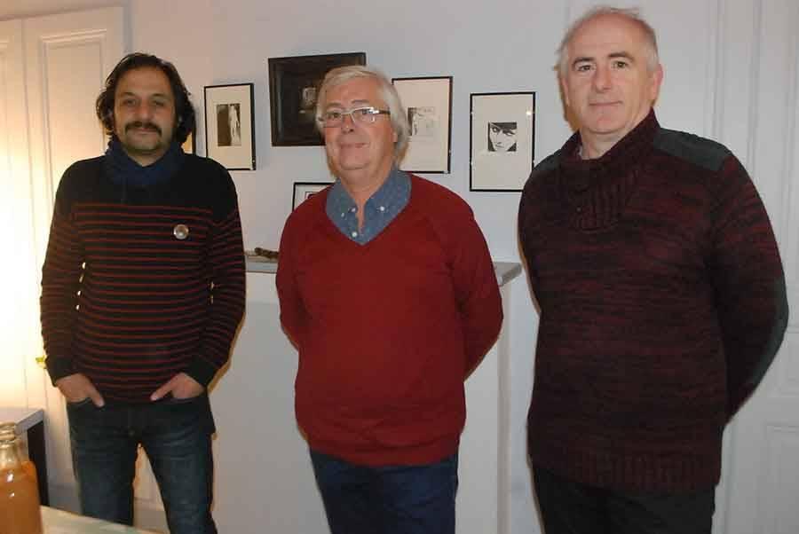 Trois représentants du collectif Les Passerelles présents lors du vernissage à La Boîte à soleils, Pierre Jourde, Alain Puygrenier, Lionel Balard.