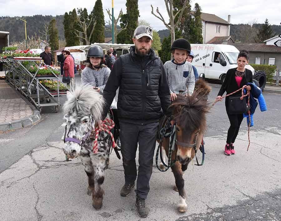 Des promenades à poney pour les enfants.