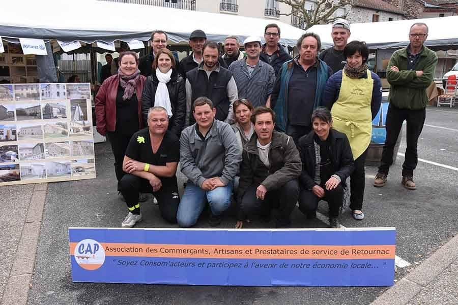 Les artisans et commerçants réunis dans l'associaton CAP Retournac tiennent des stands place de la République.