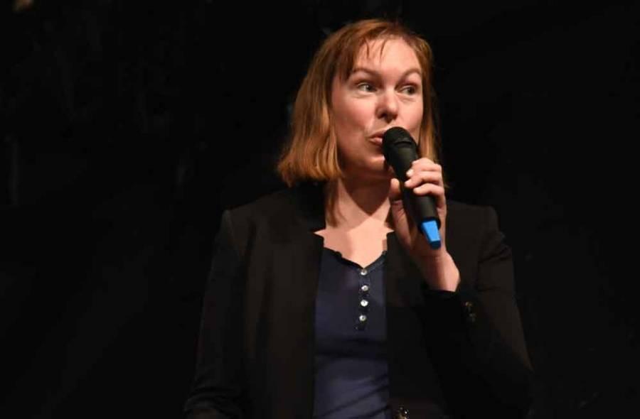 Mathilde Chavent dirigeait les Chanter'elles qui agrémentaient le vernissage. Photo Lucien Soyere