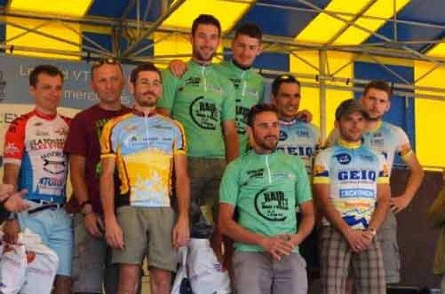 Le podium par équipes.