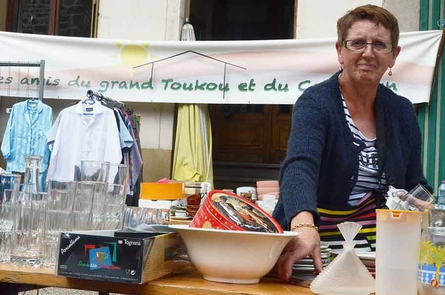 Vieux objets et folklore à la brocante d'Yssingeaux ce dimanche