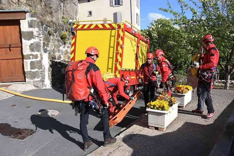 Exercice périlleux et relevé pour les pompiers sur le rocher Saint-Michel