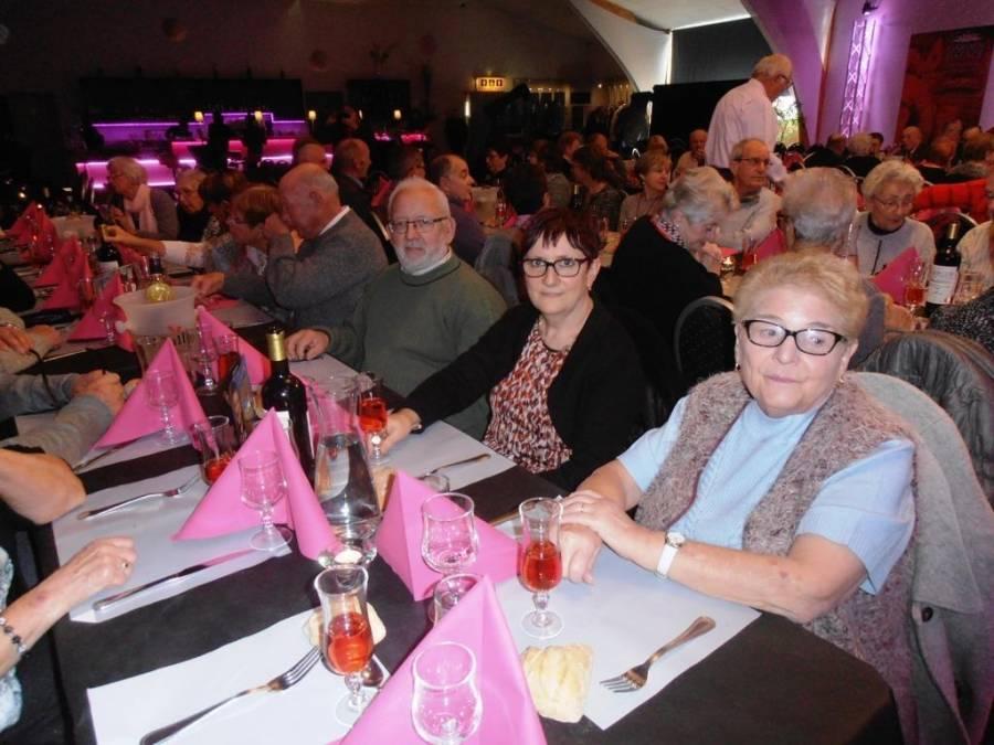 Langeac : les aînés dans un cabaret à Clermont-Ferrand