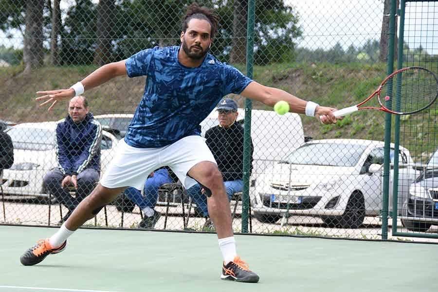 Tennis : Simon Cauvard retrouve le haut niveau à Tence