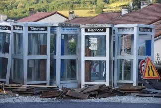 Le cimeti re des cabines t l phoniques la comm re 43 - Acheter cabine telephonique ...