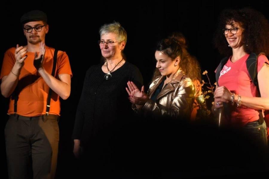 Jacqueline Dupuis (en noir) anime ces ateliers théâtre pour adulte à la MJC.