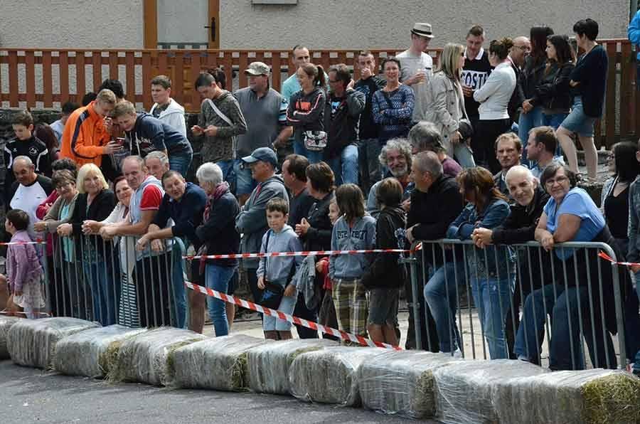 Saint-Front : quinze caisses à savons dévalent la descente du bourg (vidéo)