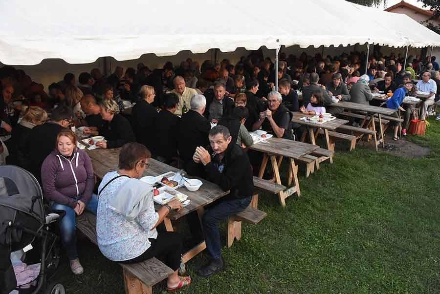"""Trois cents soupes aux choux servies à """"Versilhac"""""""