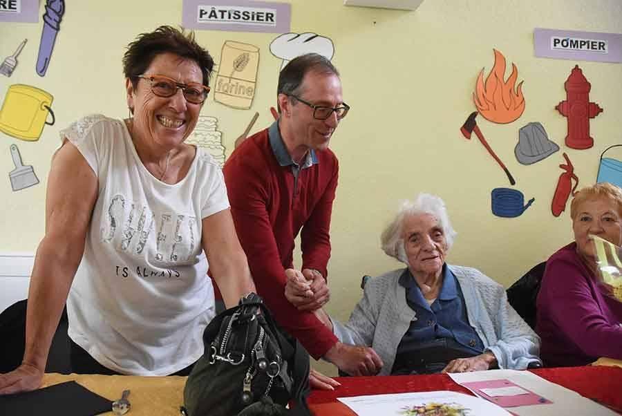 Yvonne Verron avec le Dr Ruel, médecin généraliste, et sa nièce Dominique Verron.