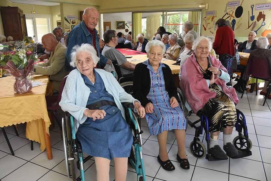 Yvonne Verron, Irma Rousset et Denise Girodet, les trois centenaires des Genêts.