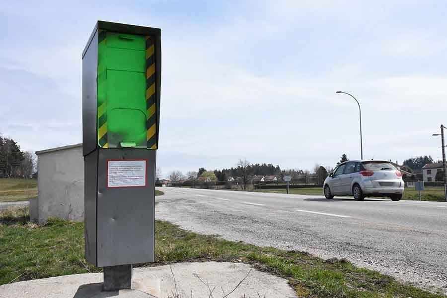 Un radar peint en vert
