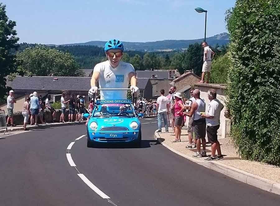 Une dernière fête pour le Tour de France au bord des routes