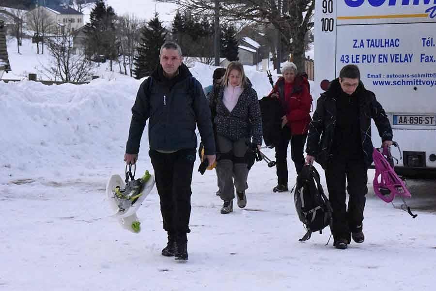 Plus de 250 randonneurs ont transhumé en raquettes entre Les Estables et Saint-Front