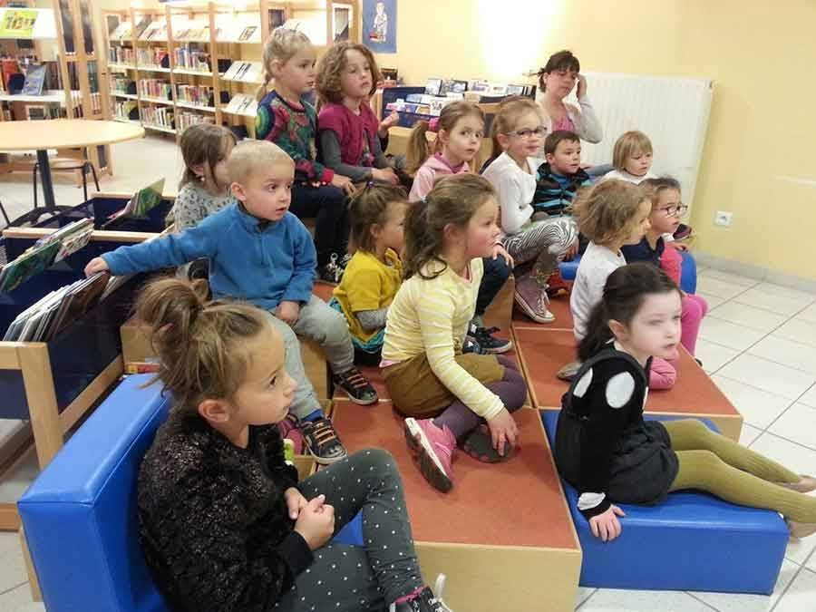 Tence : les écoliers se rendent à la bibliothèque