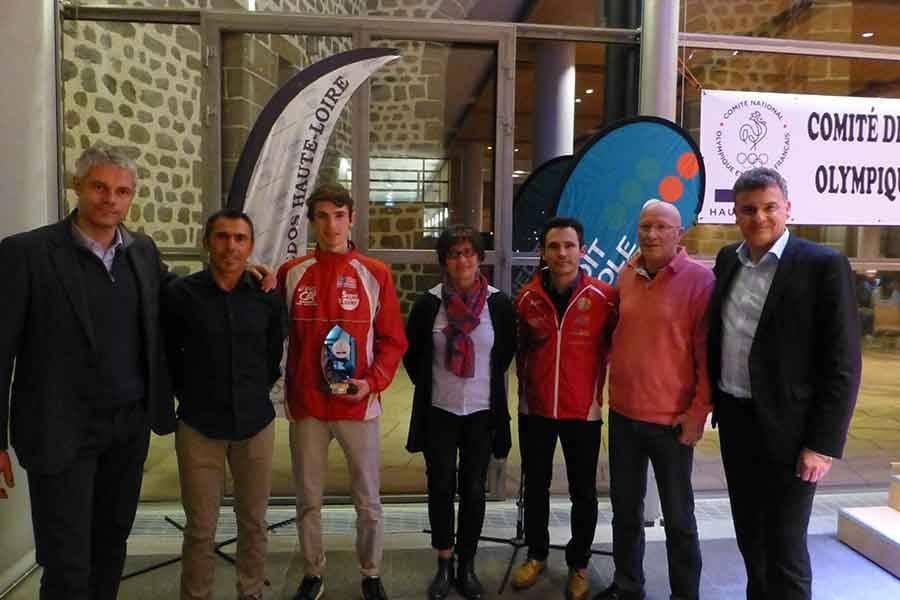 Sportifs et bénévoles récompensés par le Comité olympique et sportif