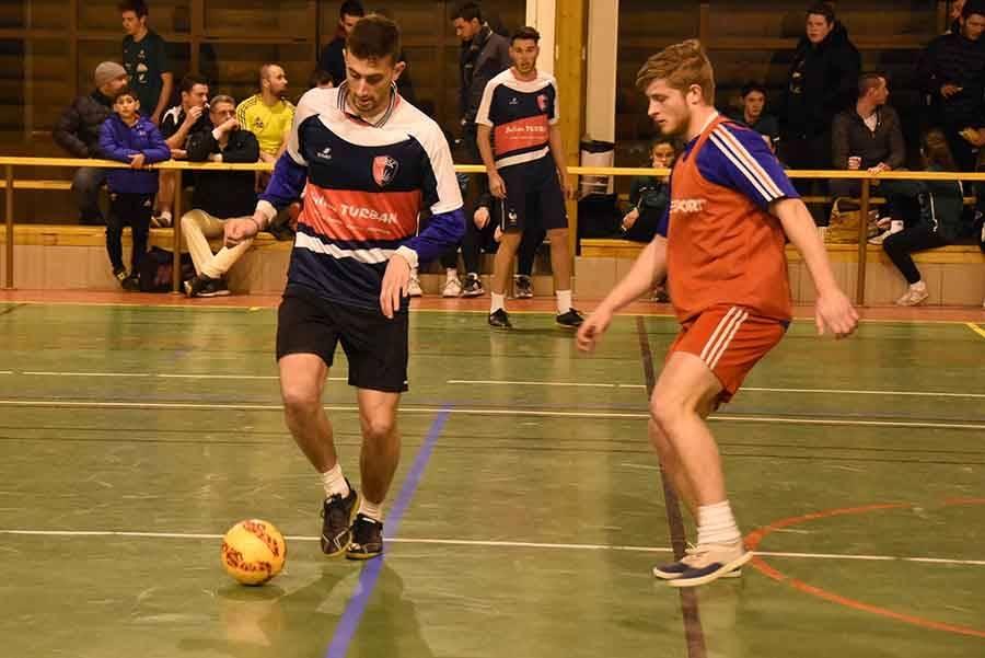 """Blavozy : le """"cinq de légende"""" remporte le tournoi de futsal"""