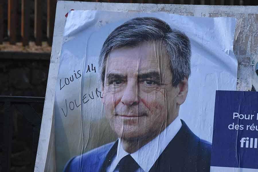 Présidentielle : les affiches des candidats malmenées