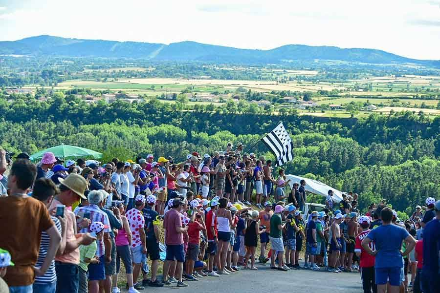Tour de France : des milliers de spectateurs au bord des routes de Haute-Loire