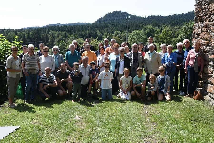 Les villageois des Margots se retrouvent à la maison de béate