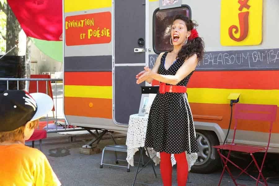 Puy-en-Velay : un spectacle de divination et poésie samedi matin sur le marché