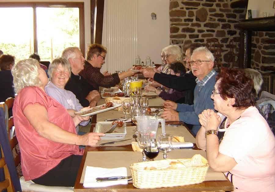 Les Vastres : les habitants de plus de 70 ans déjeunent à l'auberge