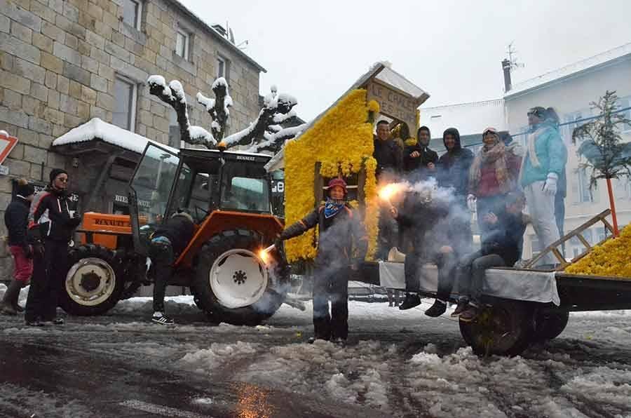 Chambon-sur-Lignon : les jeunes ont quand même défilé (vidéo)