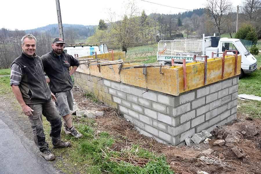 """Saint-Jeures : le mur du lavoir des """"Moulins"""" remonté"""