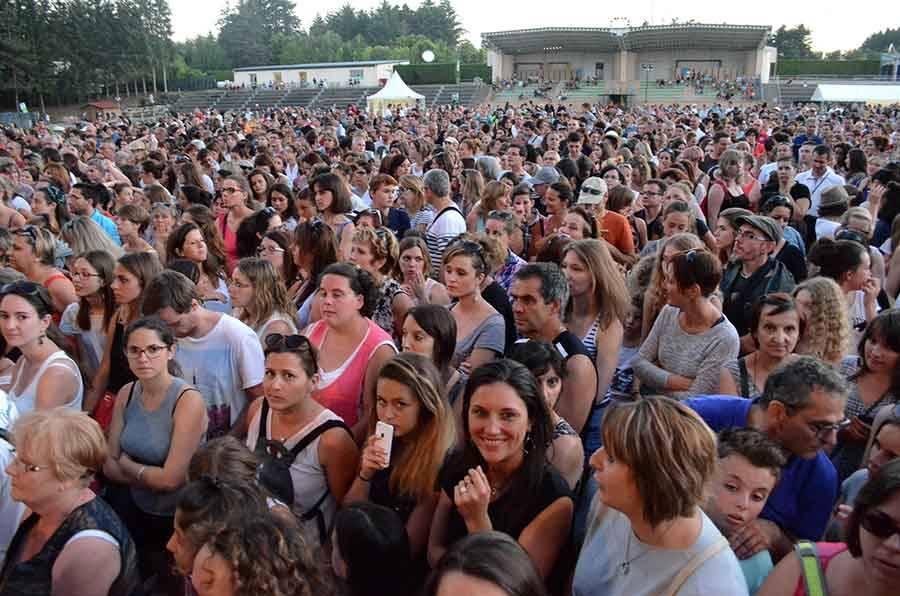 Sainte-Sigolène : Fréro Delavega acclamés par 3 000 spectateurs
