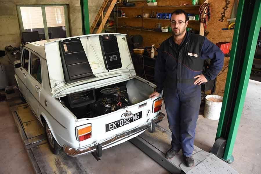 Romain Bruas est un passionné de véhicules de collection. Il a restauré cette Simca 1000.
