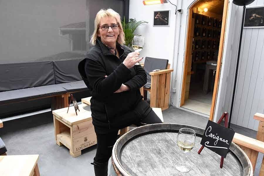 Monistrol-sur-Loire : Chantal Montcher aménage un espace pour grignoter et boire un verre