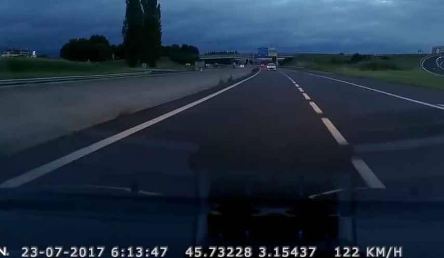 Un gendarme évite un conducteur fantôme de justesse