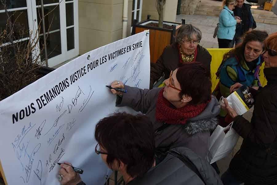 Soixante-dix signatures recueillies par Amnesty International
