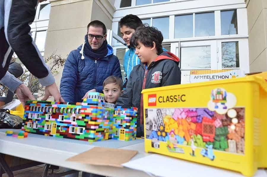 A Yssingeaux, il était proposé de reproduire l'hôtel de ville en Lego.