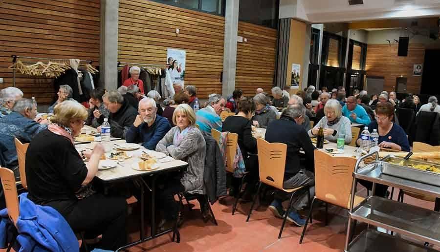65 convives à un repas organisé à Monistrol-sur-Loire. Photo Lucien Soyere