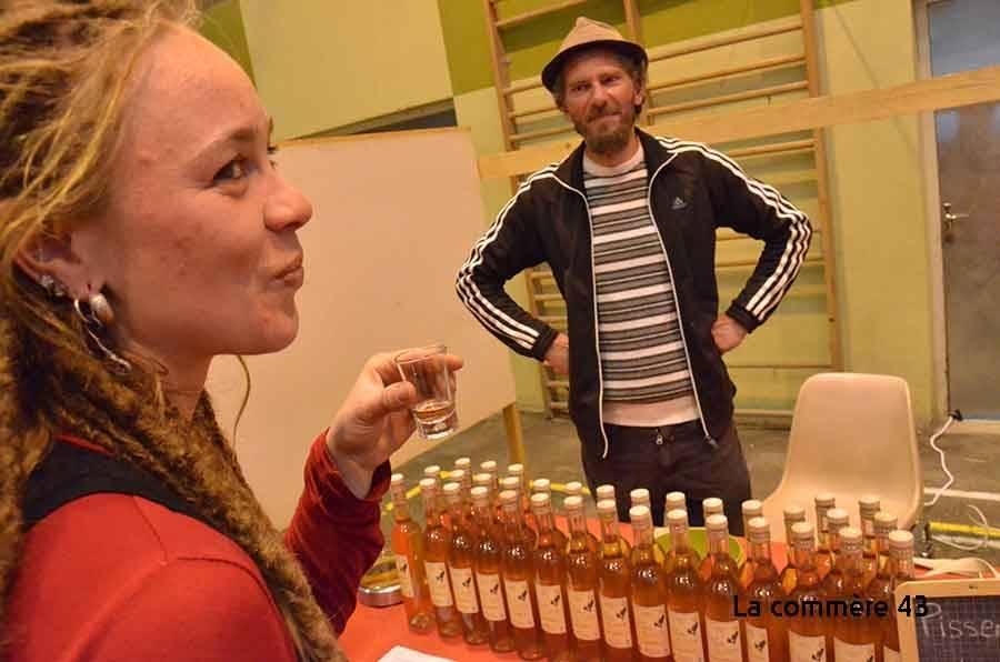 Fred Duny, de Champclause, propose un apéritif liquoreux à base de fleurs de pissenlit.