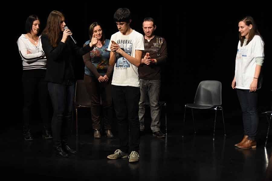 Ils ont tenté l'expérience de l'hypnose en public (vidéo)